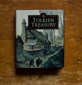 J.R.R. Tolkien - A Tolkien Treasury (editie hardcover, format liliput)