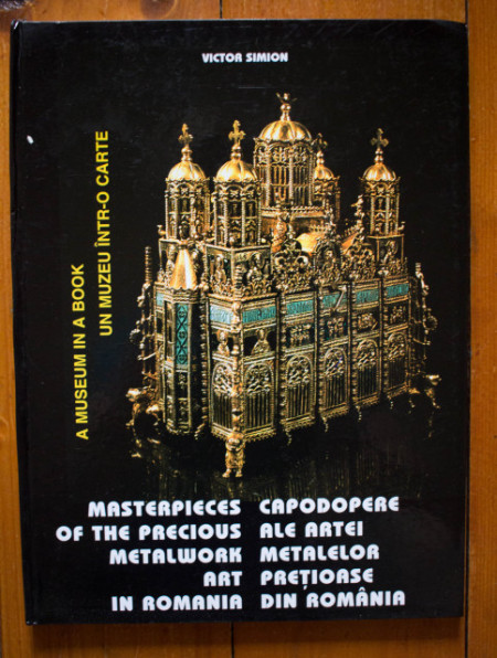 Victor Simion - Masterpieces of the Precious Metalwork Art in Romania / Capodopere ale artei metalelor pretioase din Romania (editie hardcover, bilingva, romano-engleza)