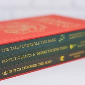 J. K. Rowling - Hogwarts Library (Quidditch Through the Ages, Fantastic Beasts & Where to Find Them, The Tales of Beedle the Bard) (3 vol., editie de lux in caseta speciala, hardcover, in limba engleza)