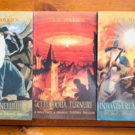 J.R.R. Tolkien - Stapanul Inelelor (Fratia inelului. Cele doua turnuri. Intoarcerea regelui) (3 vol.)