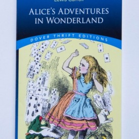 Lewis Carroll - Alice's adventures in Wonderland (editie in limba engleza)
