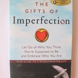 Brene Brown - The Gifts of Imperfection: Let Go of Who You Think You're Supposed to Be and Embrace Who You Are (editie in limba engleza)
