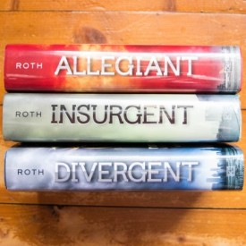 Veronica Roth - The Divergent Series (Divergent. Insurgent. Allegiant) (3 vol., editie hardcover)