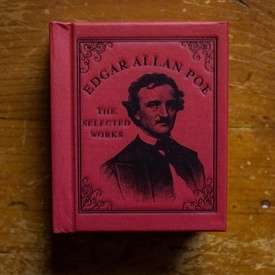 Edgar Allan Poe - The selected works (editie hardcover, format liliput)