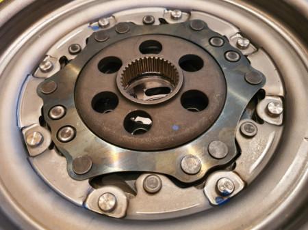 VOLANTA MASA DUBLA LUK CUTIE DSG 6+1 VW PASSAT CC 2.0 TDI 136CP / 140CP / 143CP / 170CP