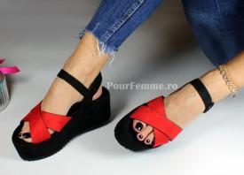 Sandale cu platforma Colours