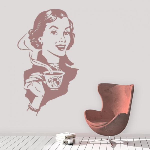 Femeie la cafea