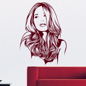 Femeia cu parul lung