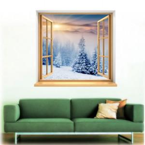 Peisaj prin fereastra la munte iarna