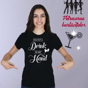 Imprimeu tricou YOU PUT A DRINK IN MY HAND