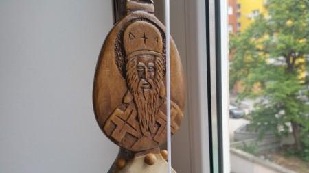 Slika Gusle PROFESIONALNE - KOZOROG - Motivi: Sveti Vasilije na vratu, na poleđini Manastir OSTROG (Model SVMNO-246)