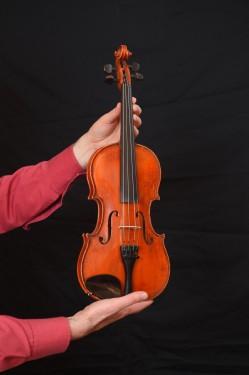 Dečija Violina, majstorski ručni rad - (3/4) - stara 35-40 godina