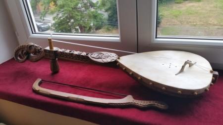 Gusle PROFESIONALNE - KOZOROG - Motivi: Sveti Sava na vratu, na poleđini Kosovka Devojka (Model SSKOSD-301)