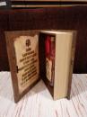 FLAŠA u Ekskluzivnoj POKLON drvenoj kutiji - Motiv: GOSPOD ISUS HRISTOS i molitva na svitku