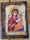 FLAŠA u Ekskluzivnoj POKLON drvenoj kutiji - Motiv: BOGORODICA sa HRISTOM i molitva na svitku