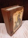 FLAŠA u Ekskluzivnoj POKLON drvenoj kutiji - Motiv: SVETI JOVAN i molitva na svitku