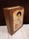 FLAŠA u Ekskluzivnoj POKLON drvenoj kutiji - Motiv: SVETI NIKOLA i molitva na svitku