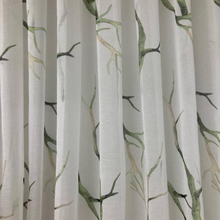 bela zavesa sa printom