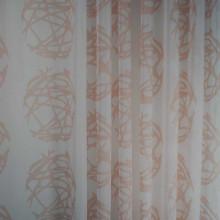 Zavesa bela sa narandžastim detaljima