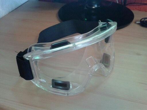 Slika Profesionalne zaštitne silikonske naočare za majstorske radove (Made in Germany)