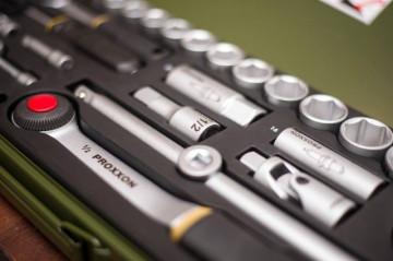 "PROXXON INDUSTRIAL Germany - Profesionalni industrijski komplet 1/2"" + 1/4"" gedora iz 56 delova u metalnoj kutiji"