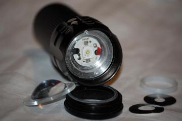 POLICE LED Baterijska Lampa 150W sa optičkim zumom i strobom