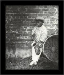 Slika Mali saksofonista, uramljena slika