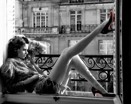 Devojka na prozoru, uramljena slika 50x70cm
