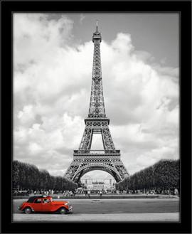 Slika Pariz i crveni automobil, uramljena slika