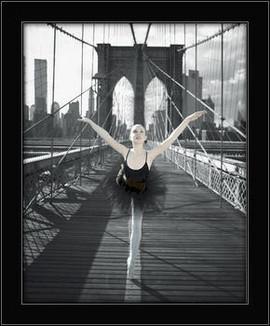 Balerina na mostu, uramljena slika