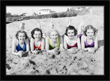 Lepotice na plaži, uramljena slika
