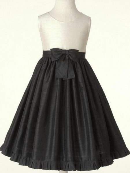 Crno bela satenska haljina sa masnom na pojasu