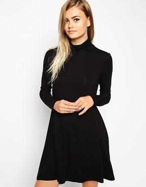 Slika Haljina sa polurolkom i zvono suknjom