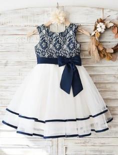 Slika Svecana haljina za devojcice sa plavom cipkom i trakama na tilu