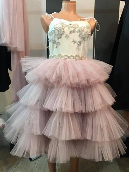 Slika Ekskluzivna haljina sa raskosnim til karnerima
