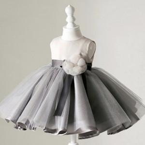 Siva haljina sa tilom i cvetom