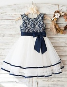 Svecana haljina za devojcice sa plavom cipkom i trakama na tilu