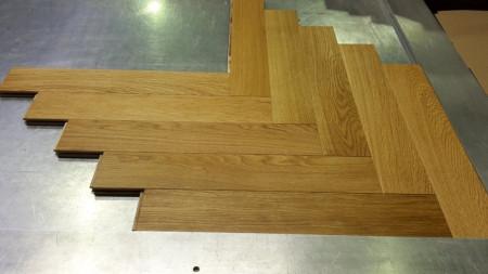 Herringbone Stejar Select 120/19.7mm Golden Oil