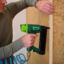 fixare lemn in cuie tip J