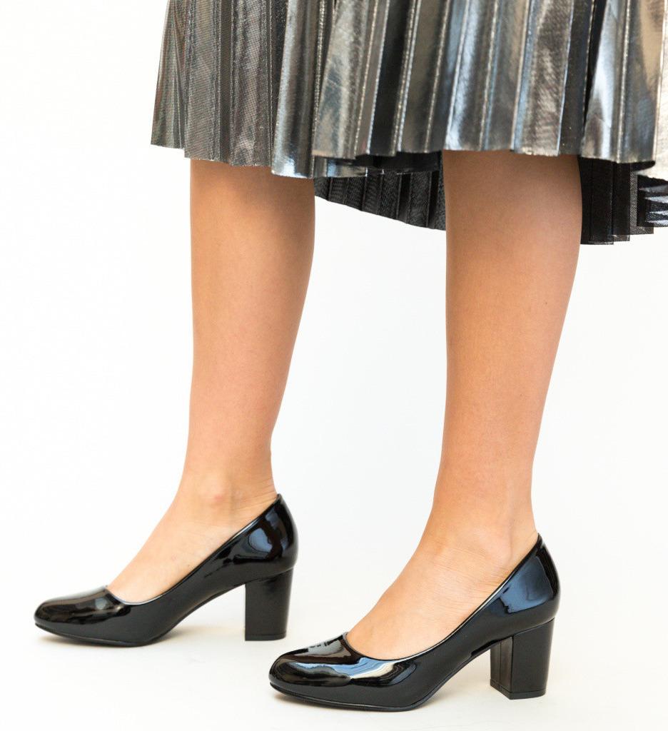 Обувки На Ток Drux Черни лачени