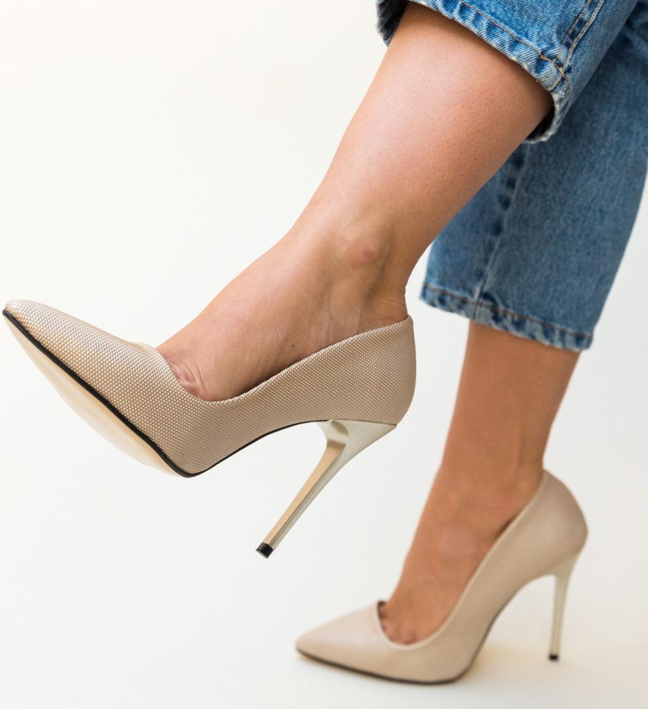 Обувки Eoin Златни