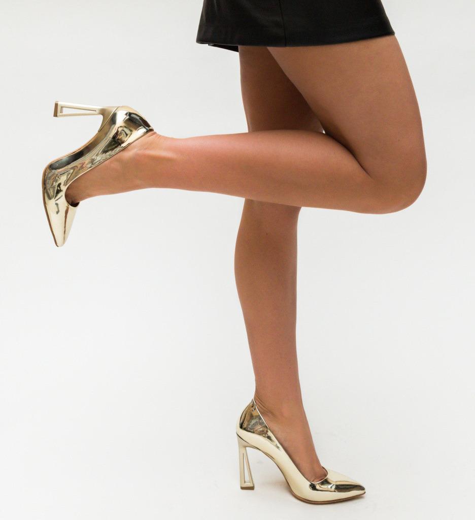 Обувки Gasil Златни