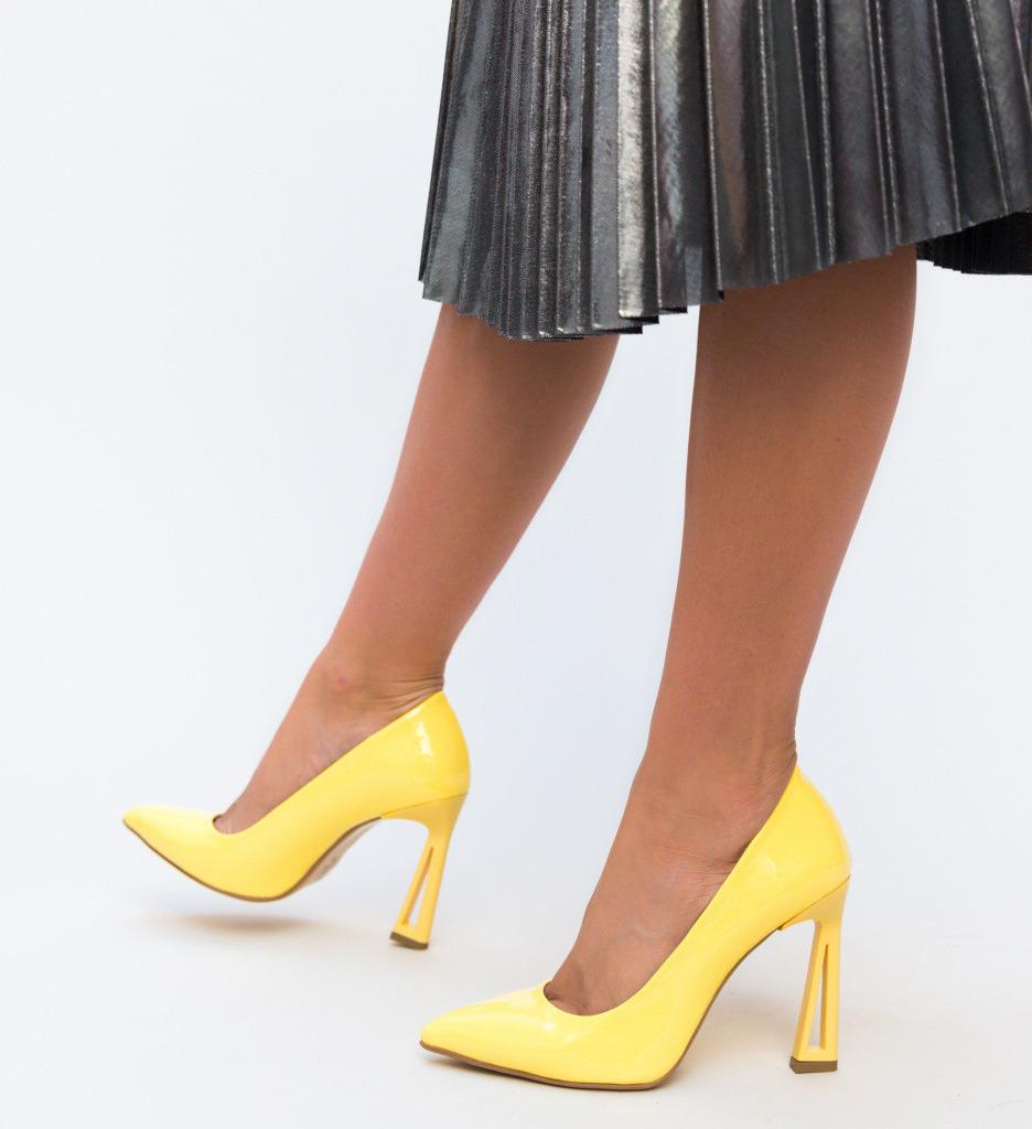 Обувки Gasil Жълти