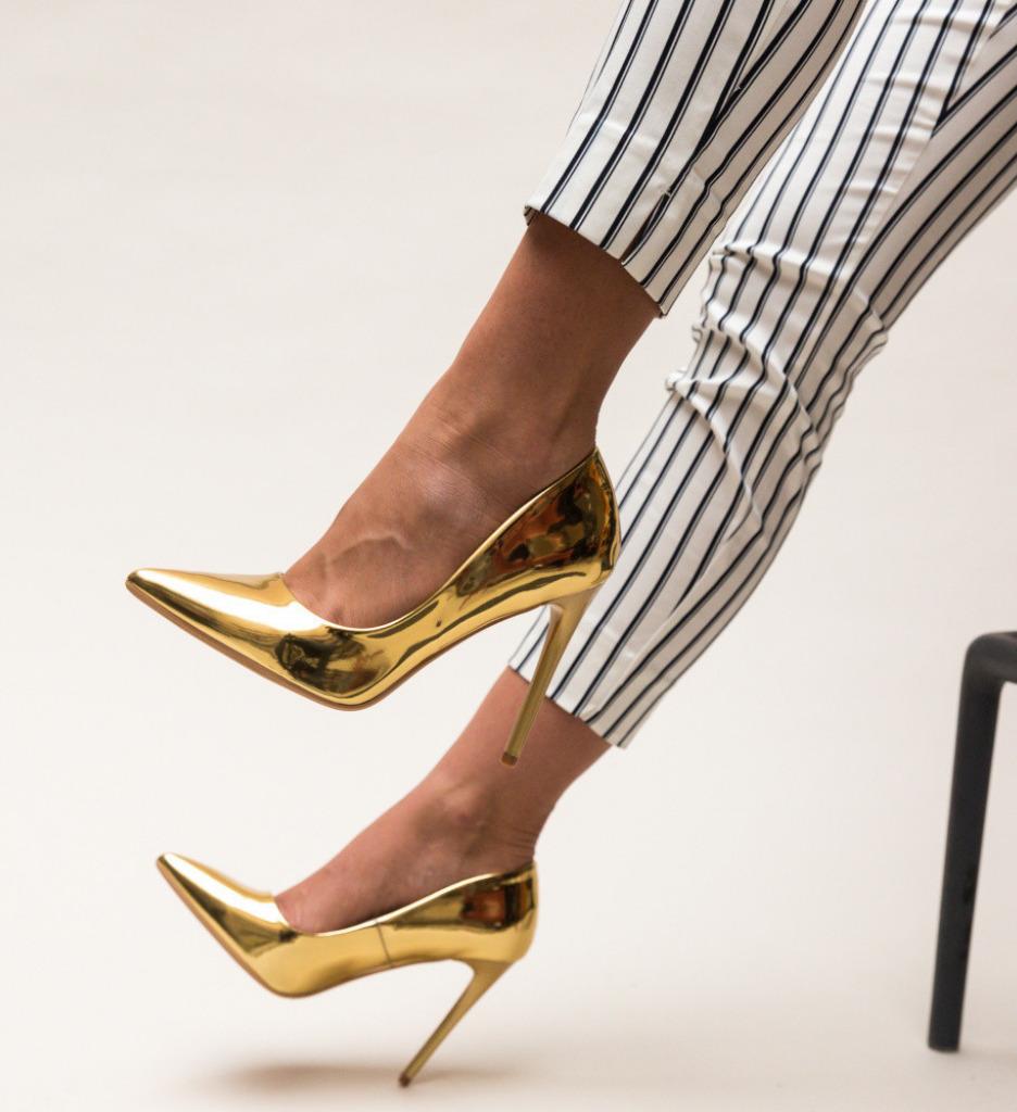 Обувки Glen Златни