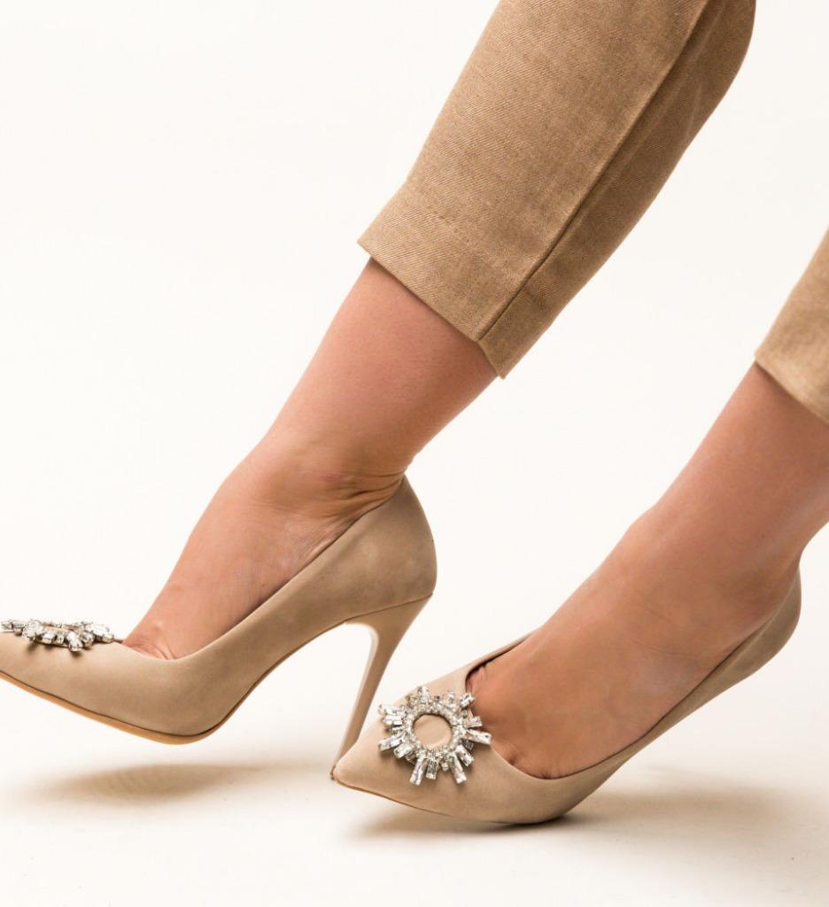 Обувки Spiti Бежови