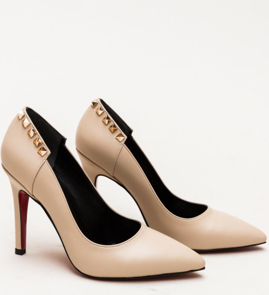 Обувки Chester Бежови