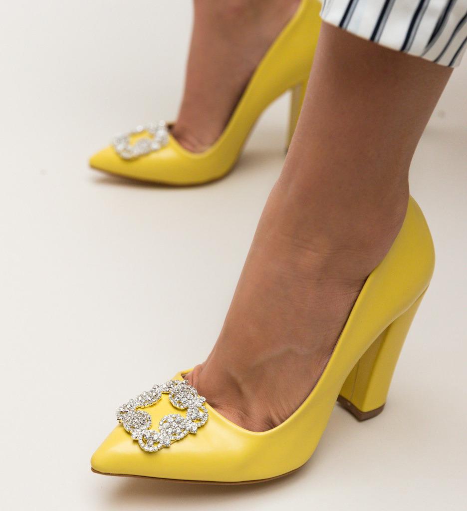 Обувки Cornelius Жълти