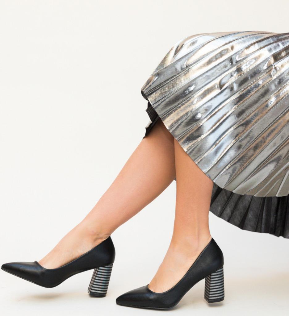 Обувки Jaylen Черни