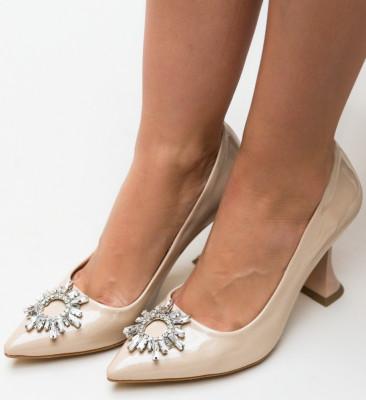 Обувки Leila Бежови
