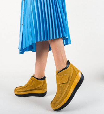 Ежедневни обувки Zahraa Бежов